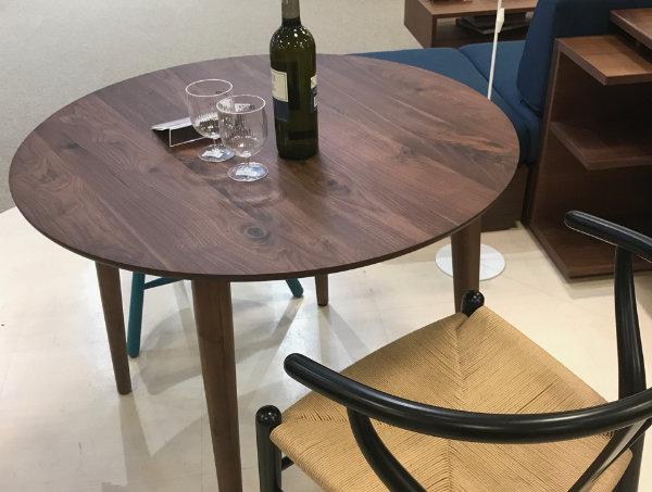 買取で高値がつくこじんまりとしたカフェテーブル