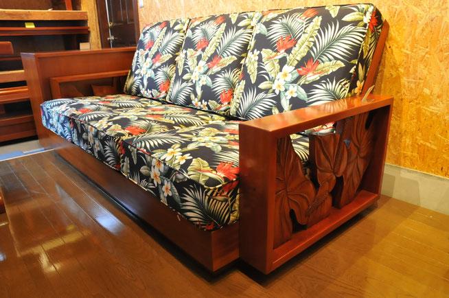 ハワイアンデザインのソファー