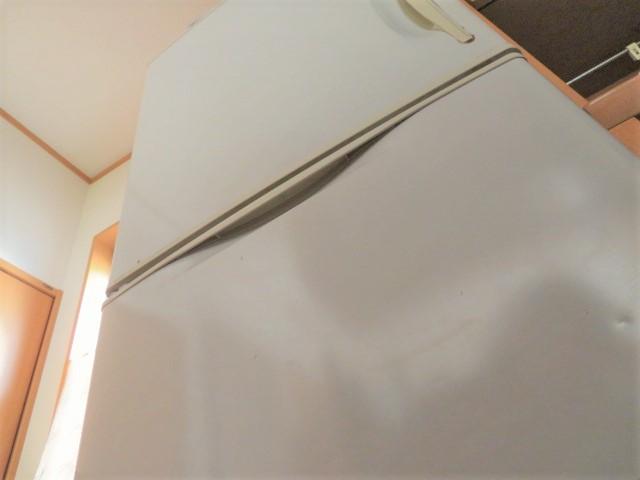 引き取りされる中古冷蔵庫の外観